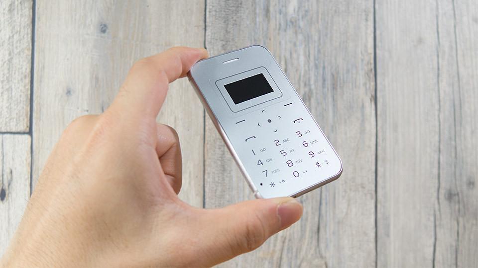 名刺よりも小さい!台湾の夜市で買ったカードフォン